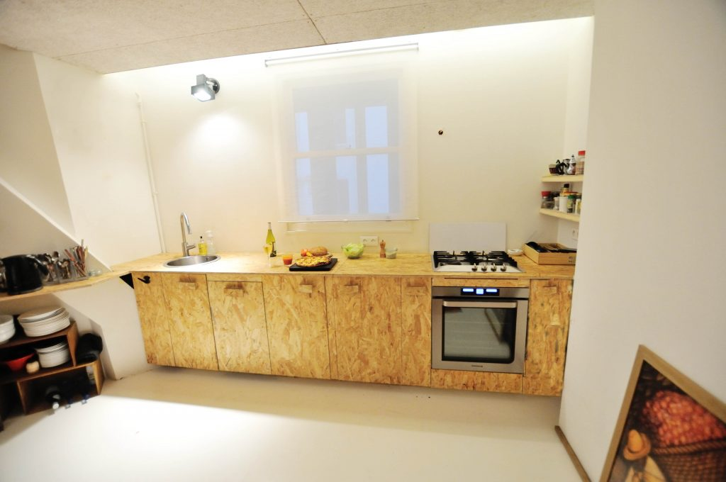 Très Quelques réalisations : une cuisine en OSB, des étagères ajustées  NE12